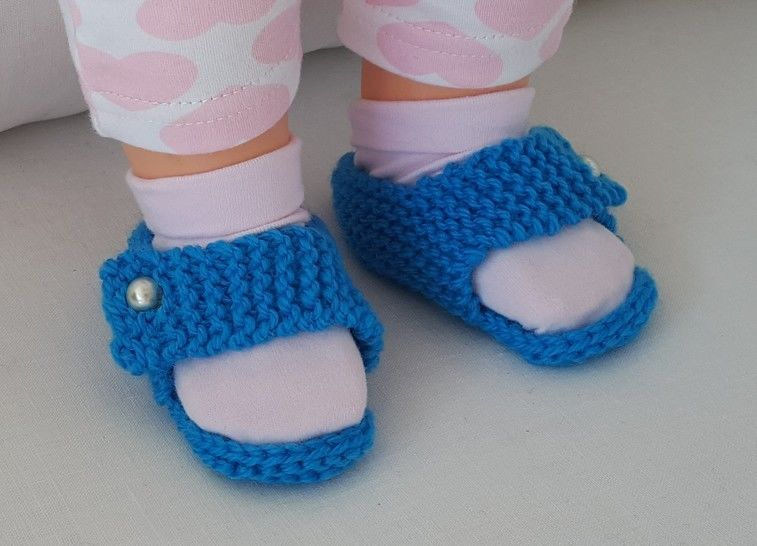 Baby sandals in 8ply with a straight strap - Rebecca