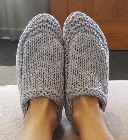 Quick knit family slippers in six sizes - Saxon