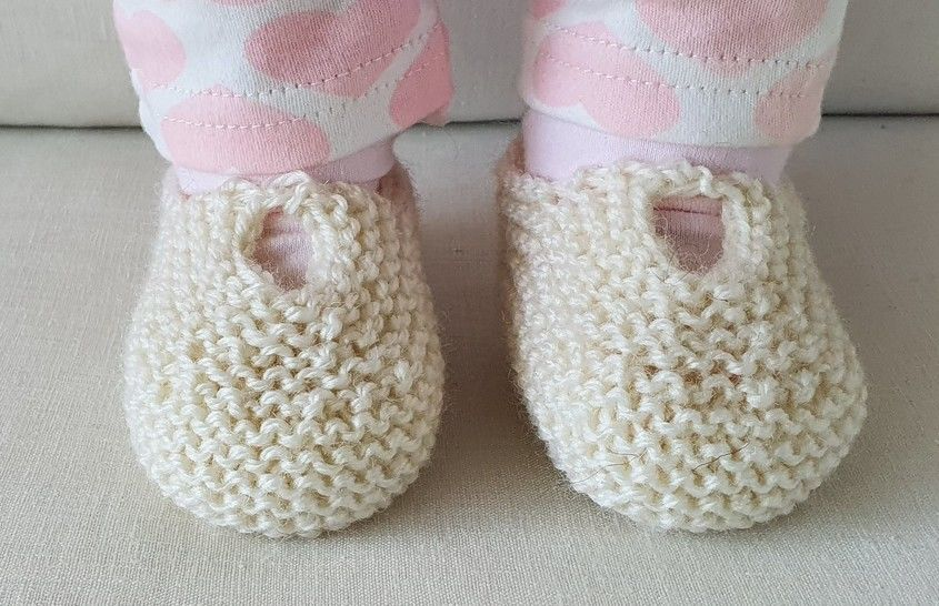 Garter stitch baby shoes or slippers in 8ply yarn - Anita