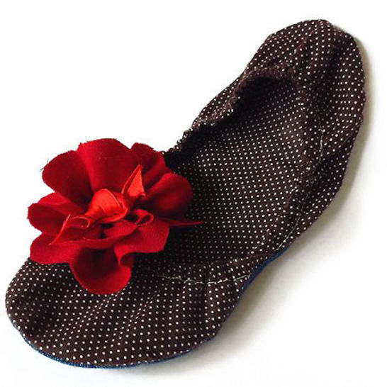bedroom slippers - sewing pattern for soft fabric slippers