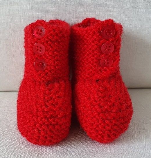 Front buttoning boots for baby in 8ply yarn - Sonia