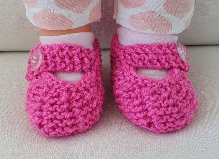 Baby shoes in garter stitch and easy lace stitch - Tamika