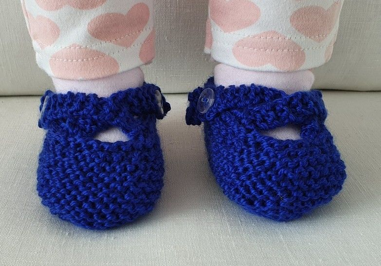 8ply baby shoes with two crossed buttoned straps - Nicola