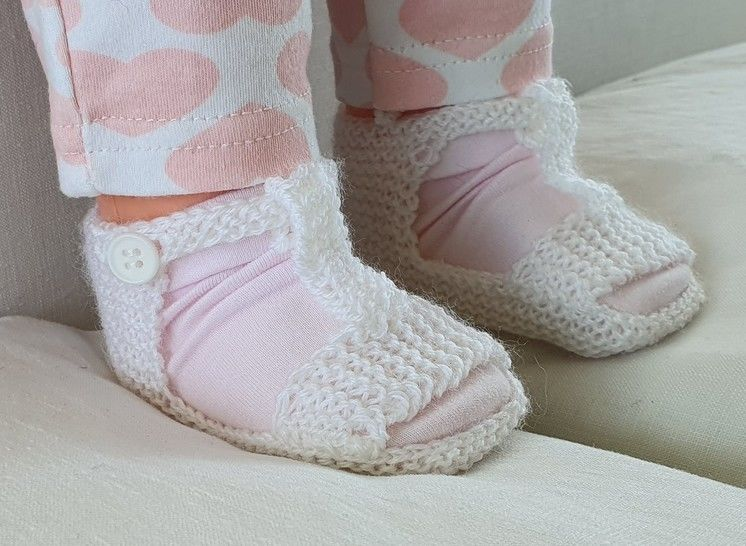 Baby sandals with optional T-bar in 3ply yarn - Christina