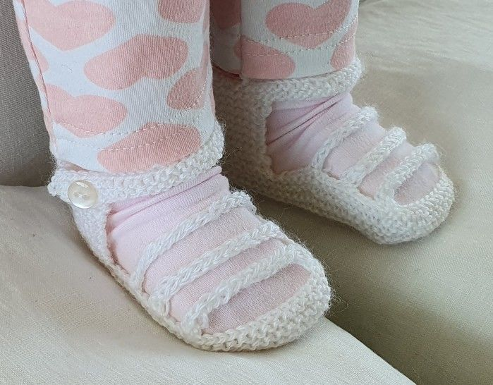 Baby sandals with three foot straps, in 3ply - Jacinta