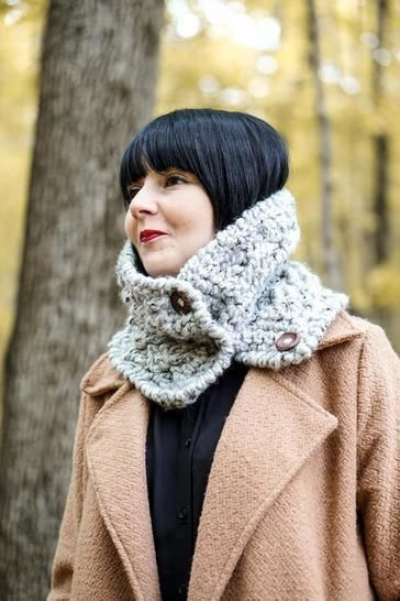 026 - Warm buttoned cowl
