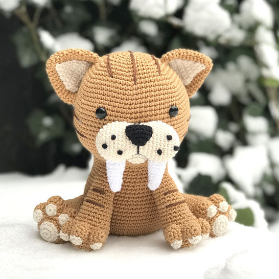 Oscar the Sable-Toothed Tiger Amigurumi crochet pattern
