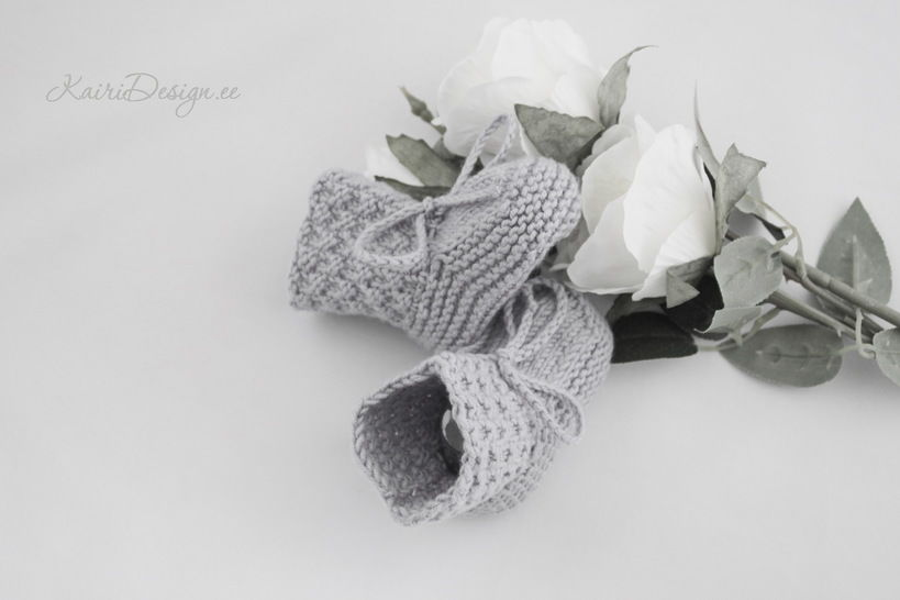 Baby knitted bootie