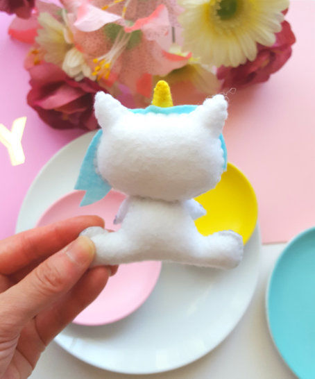 Party Unicorn Eating Pizza Easy Pattern