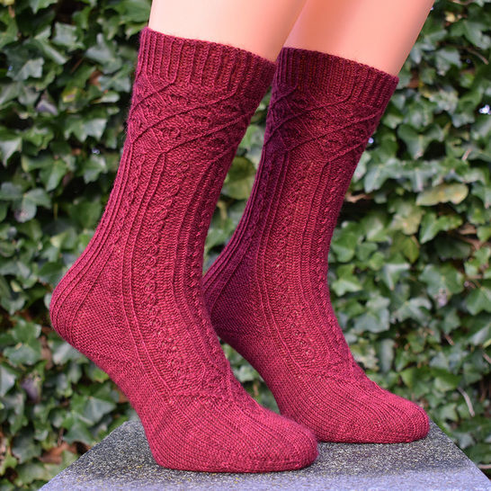 Cabled sock knitting pattern PDF - Gothic Arches