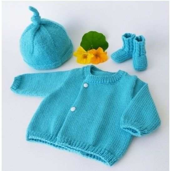 Little pixie hat and twisted slippers