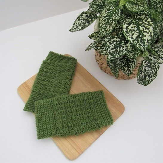 Hannah Fingerless Crochet Glove Pattern