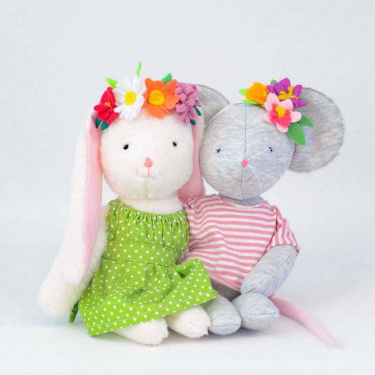 Clothes for stuffed animal made with woven fabric