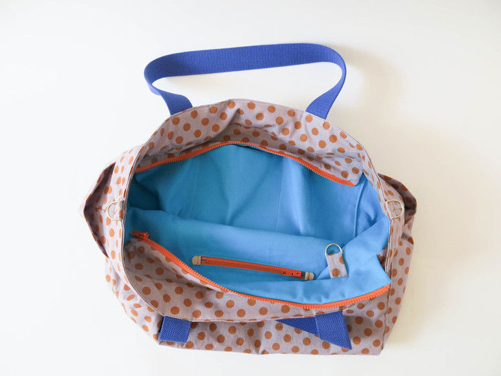 Large tote bag diaper bag with lots of pockets