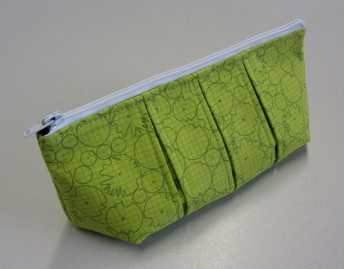 Perfect pleated zip pouch pattern in 3 sizes - zipper bag pouches cosmetic bag