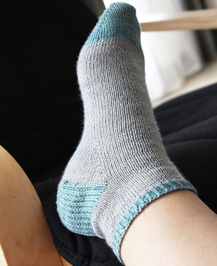Suzette - Pattern and tutorial for knitting your first socks