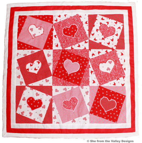 Baby quilt pdf pattern and tutorial - Wonky hearts