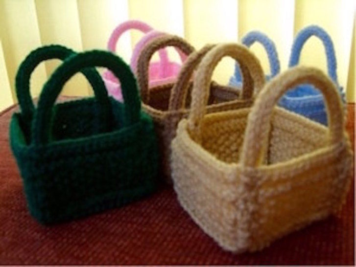 Christmas 'Bitsy' Basket for Favours, Sweets, Toys Knitting Pattern