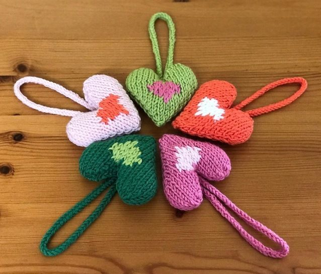 Christmas Heavenly Hearts Tree Decoration Knitting Pattern