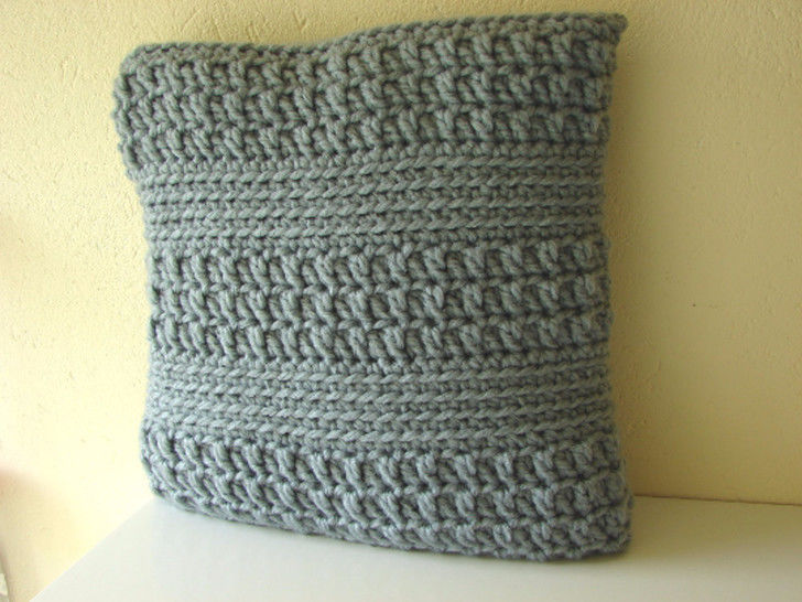 Chunky cushion cover - crochet pattern