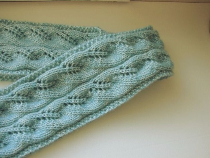 Scarf with leaves - knitting pattern