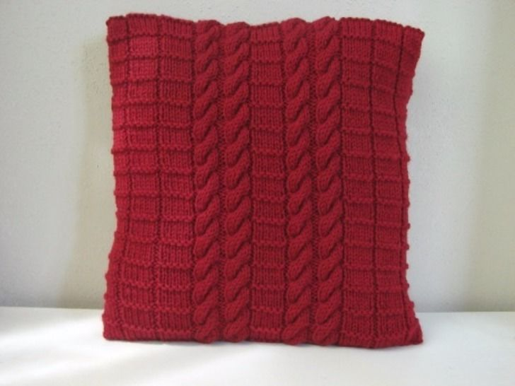 Cabled cushion cover 40 x 40 cm  / 15.75 x 15.75 inch - knitting pattern