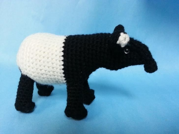 Malayan Tapir Amigurumi Crochet Pattern + Tutorial Intermediate Level