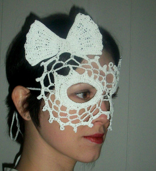Lady Bow Lace Masquerade Mask (dress up or photo prop)- crochet pattern