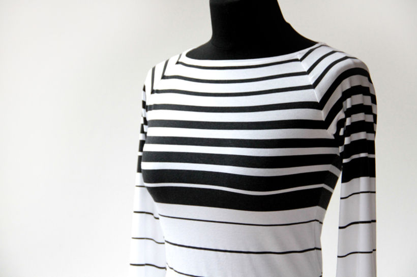 Ladies t-shirt sewing pattern with detailed photo step by step tutorial