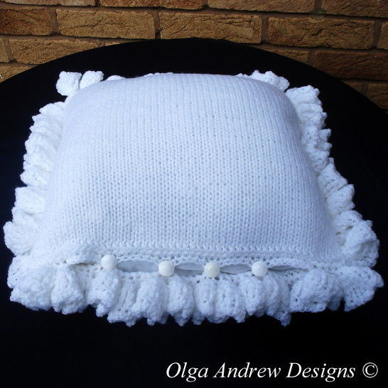 Cushion with flower appliques knit/crochet pattern 048