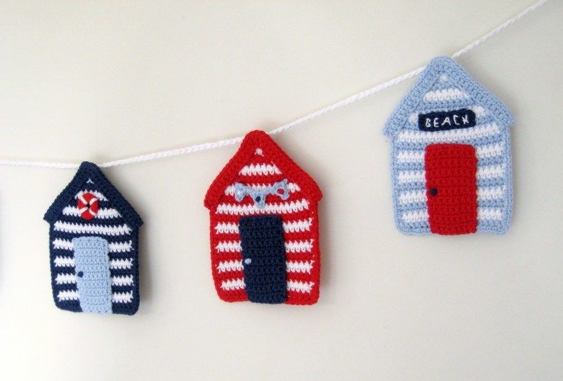 Crochet Bunting Garland, Beach Huts, Pattern No30, in both UK and US crochet terms