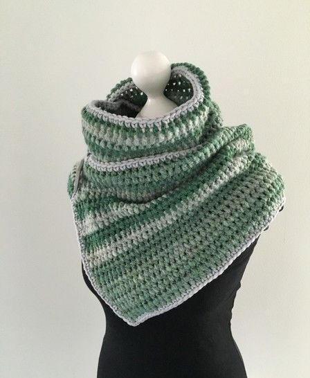 Crochet Pattern for a Button Scarf