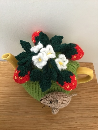 mouse in the strawberry patch tea cosy to fit 2 cup teapot