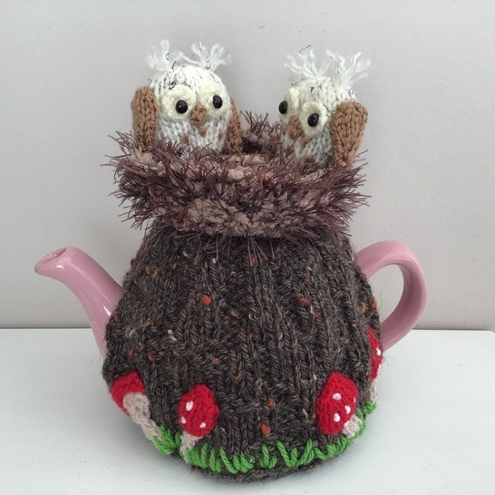 owlets in the old oak tree tea cosy for 2 cup teapot
