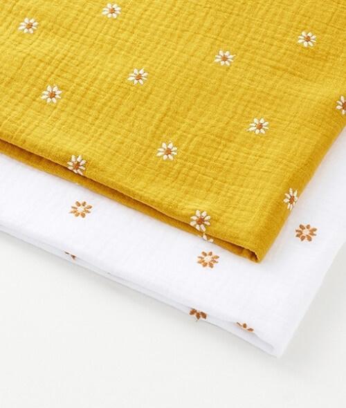 Tissu double gaze avec marguerites brodées