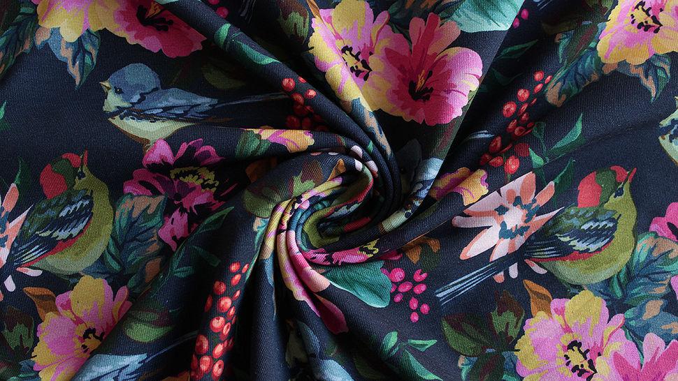 Dunkelblau bedruckter Baumwolljersey: Paradise Birds - 150 cm im Makerist Materialshop - Bild 2