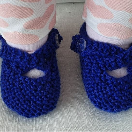 8ply baby shoes with two crossed buttoned straps - Nicola at Makerist - Image 1