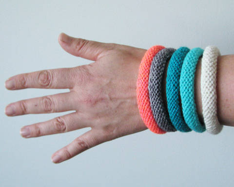 Easy Knitted Bangles  at Makerist
