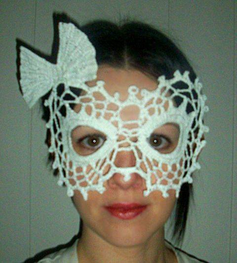 Lady Bow Lace Masquerade Mask (dress up or photo prop)- crochet pattern at Makerist