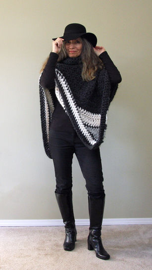"Chunky Crochet Poncho Pattern:  ""Ebony & Ivory Poncho"" at Makerist - Image 1"