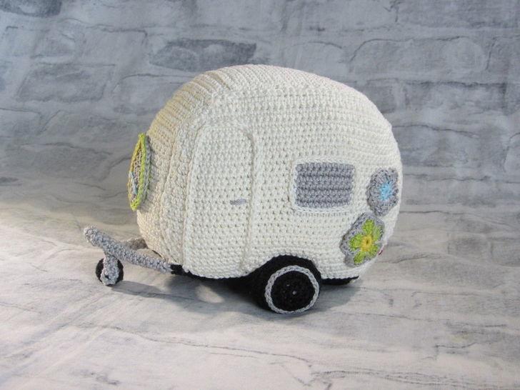 Häkelanleitung Flower Power Wohnwagen bei Makerist - Bild 1