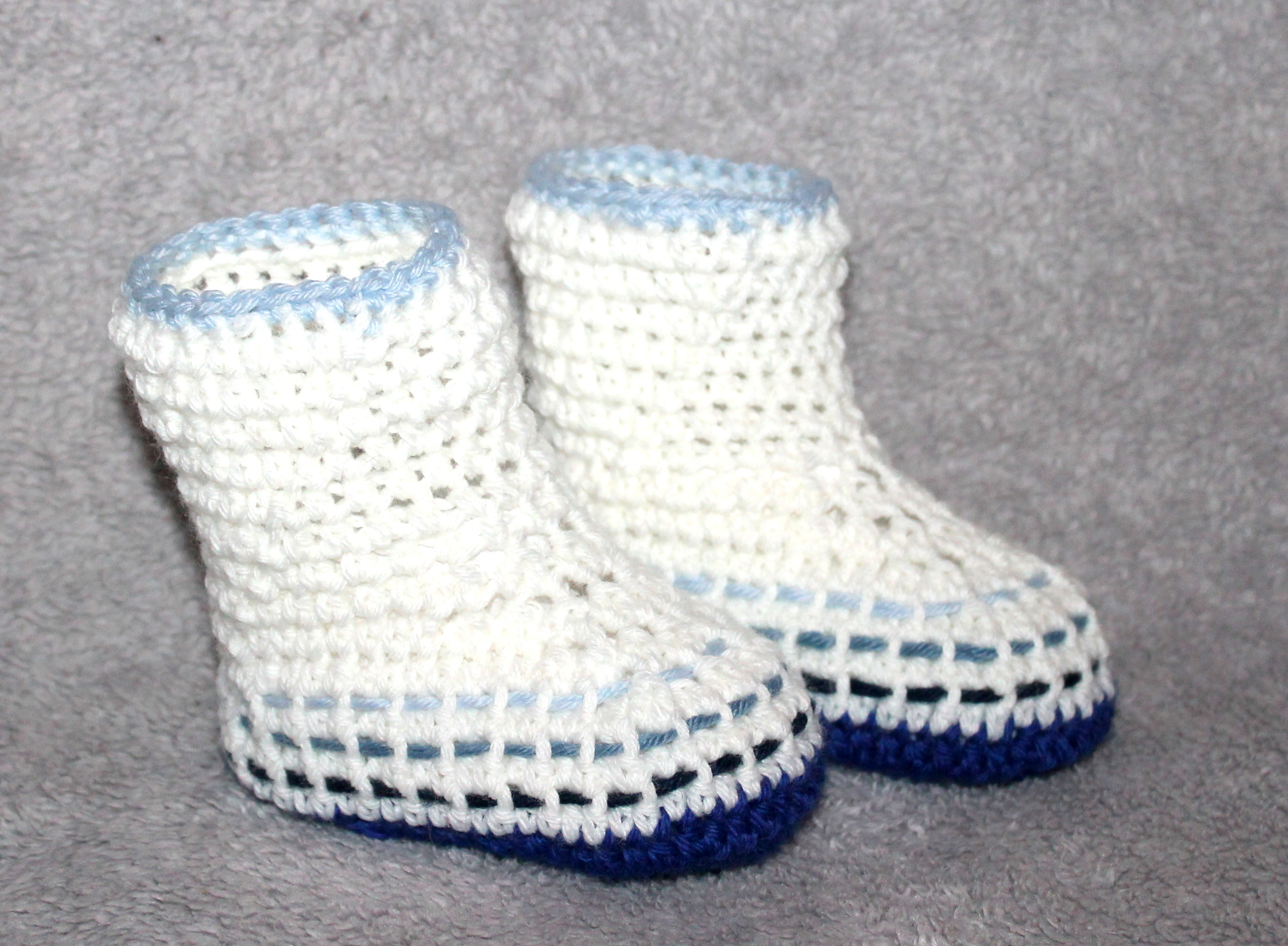 crochet pattern woven baby boots in 4 different sizes 3,5 - 4,7 inches