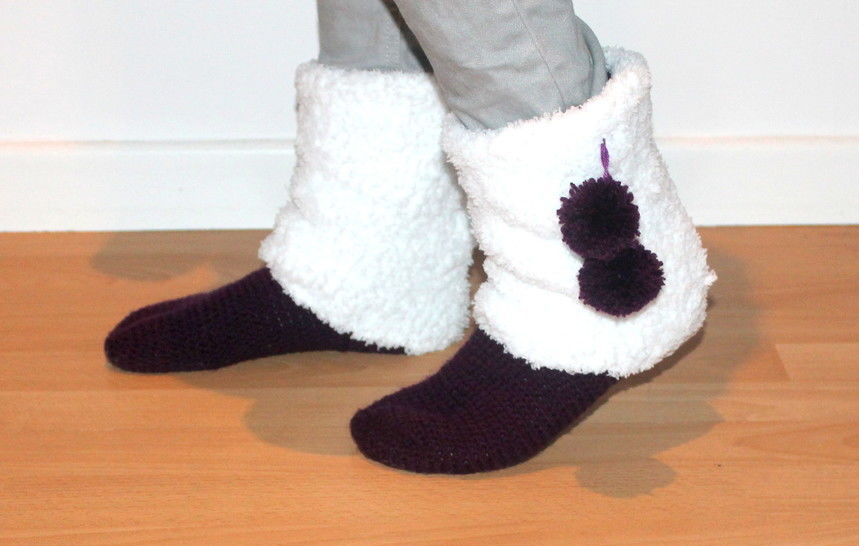 crochet pattern Moonboots UK sizes 2- 8 and US sizes 4- 10  at Makerist - Image 1