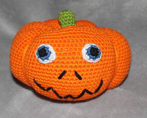 ebook pumpkin in four different sizes crochet pattern at Makerist