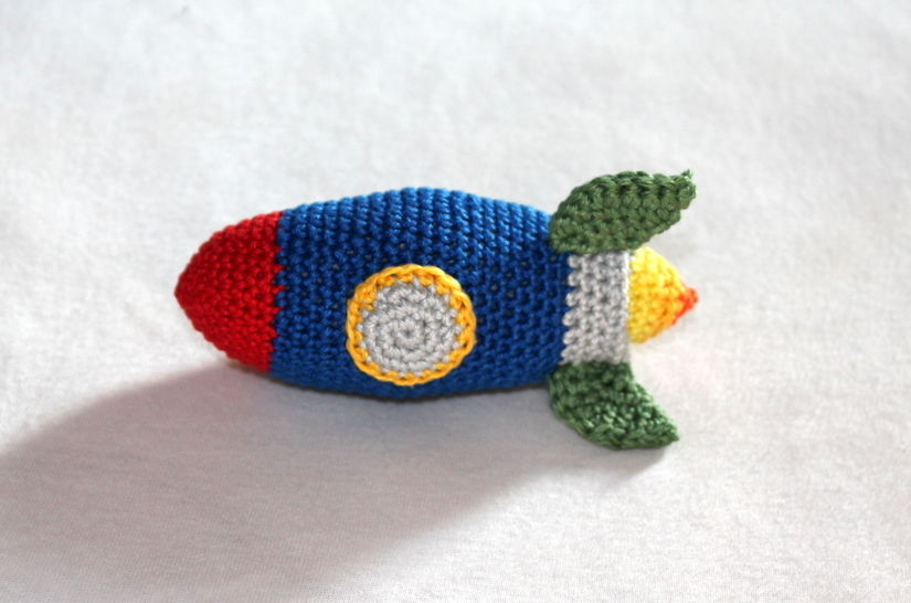 rocket rattle toy car crochet pattern at Makerist - Image 1