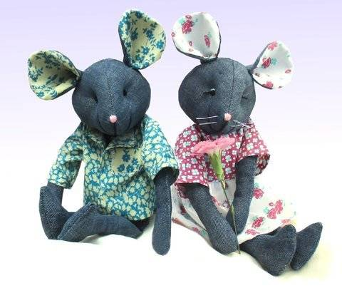 Raggedy Mouse soft toy sewing pattern.  Recycle denims.  at Makerist
