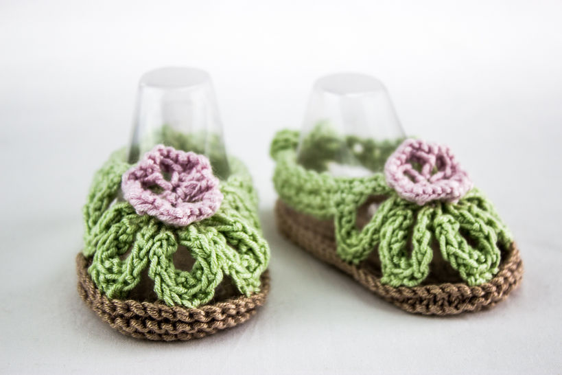 Baby Girl Flower Sandals - Knitting Pattern at Makerist - Image 1