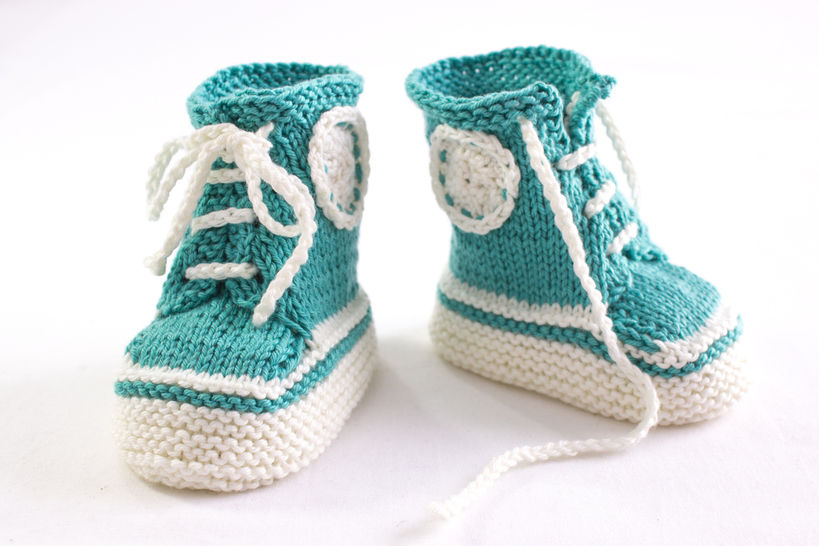 Sneaker Booties Pattern - Baby Trainers - Knitting Pattern at Makerist - Image 1