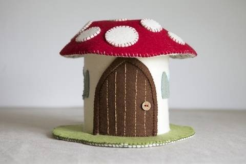 Toadstool Felt House Sewing Pattern and Tutorial at Makerist