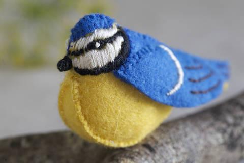 Baxter Bluetit Sewing Pattern – DIY embroidery sewing pattern for bird softie – Bluebird soft toy tutorial at Makerist